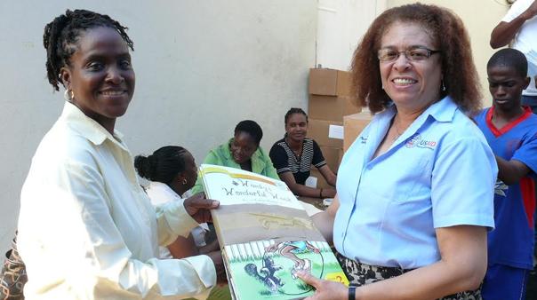 moe-distributes-books-to-800-schools