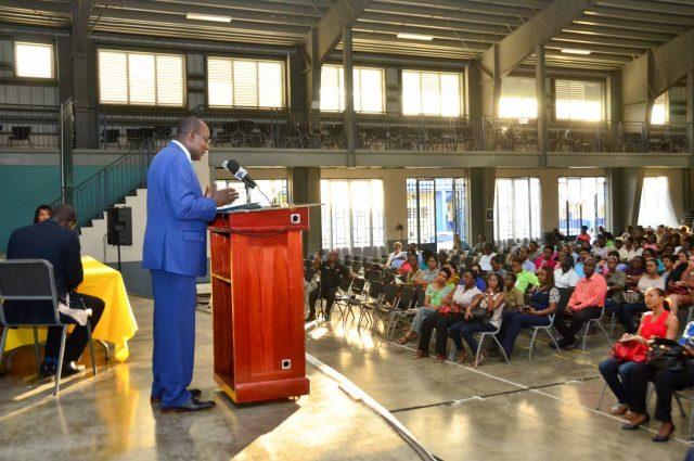 Minister-Reid-addressing-PEP-stakeholders-640x425